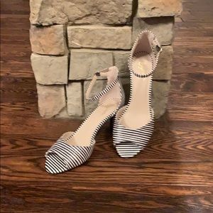 NEW Seychelles Black & White Stripe Sandals 8.5